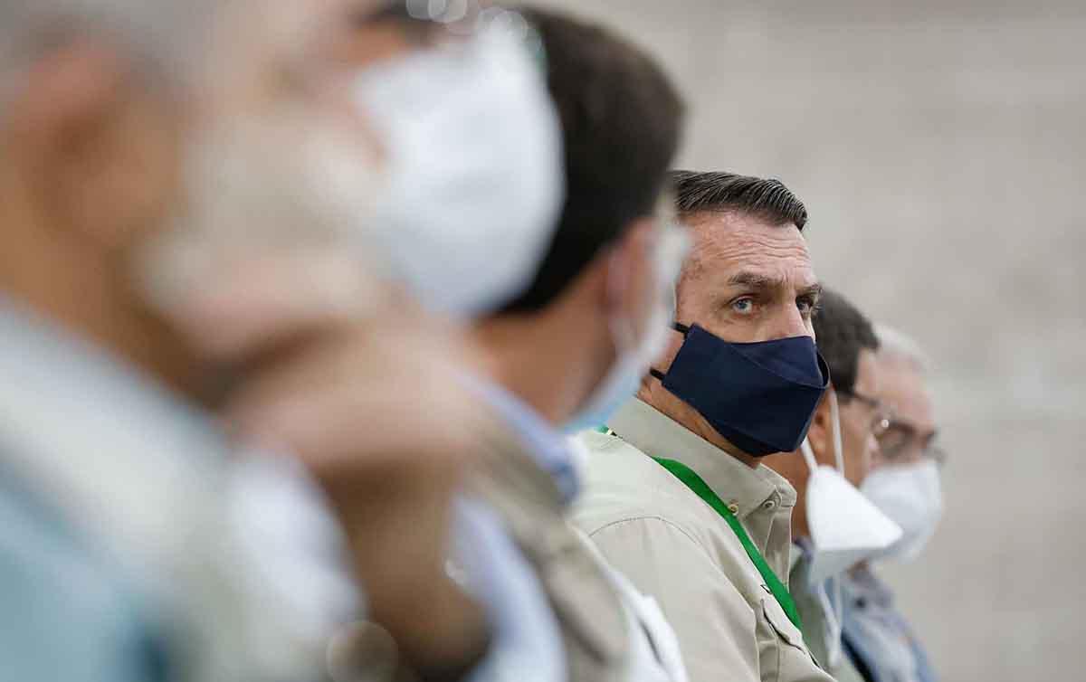 Para senadores, Bolsonaro agiu com intenção de espalhar o vírus da covid-19
